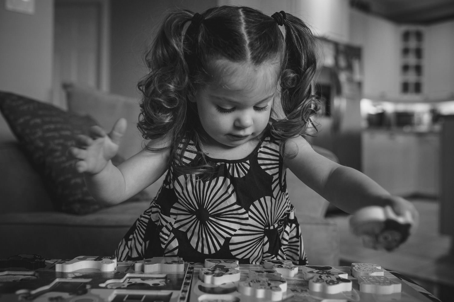 Lifestyle photography little girl playing with puzzle